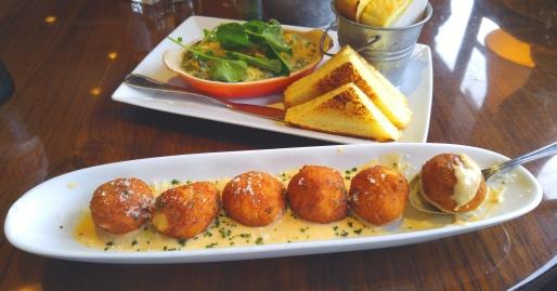 Macaroni n Cheese Balls Photographer: Mary Charlebois