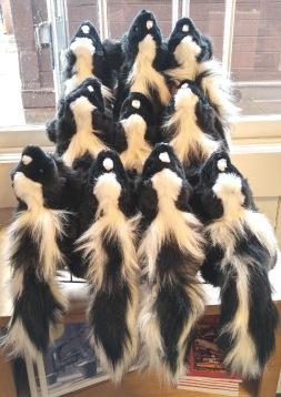 gift shop skunks-01 med BY CHARLEBOIS