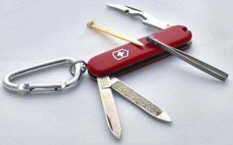 red cross knife-01 BY CHARLEBOIS