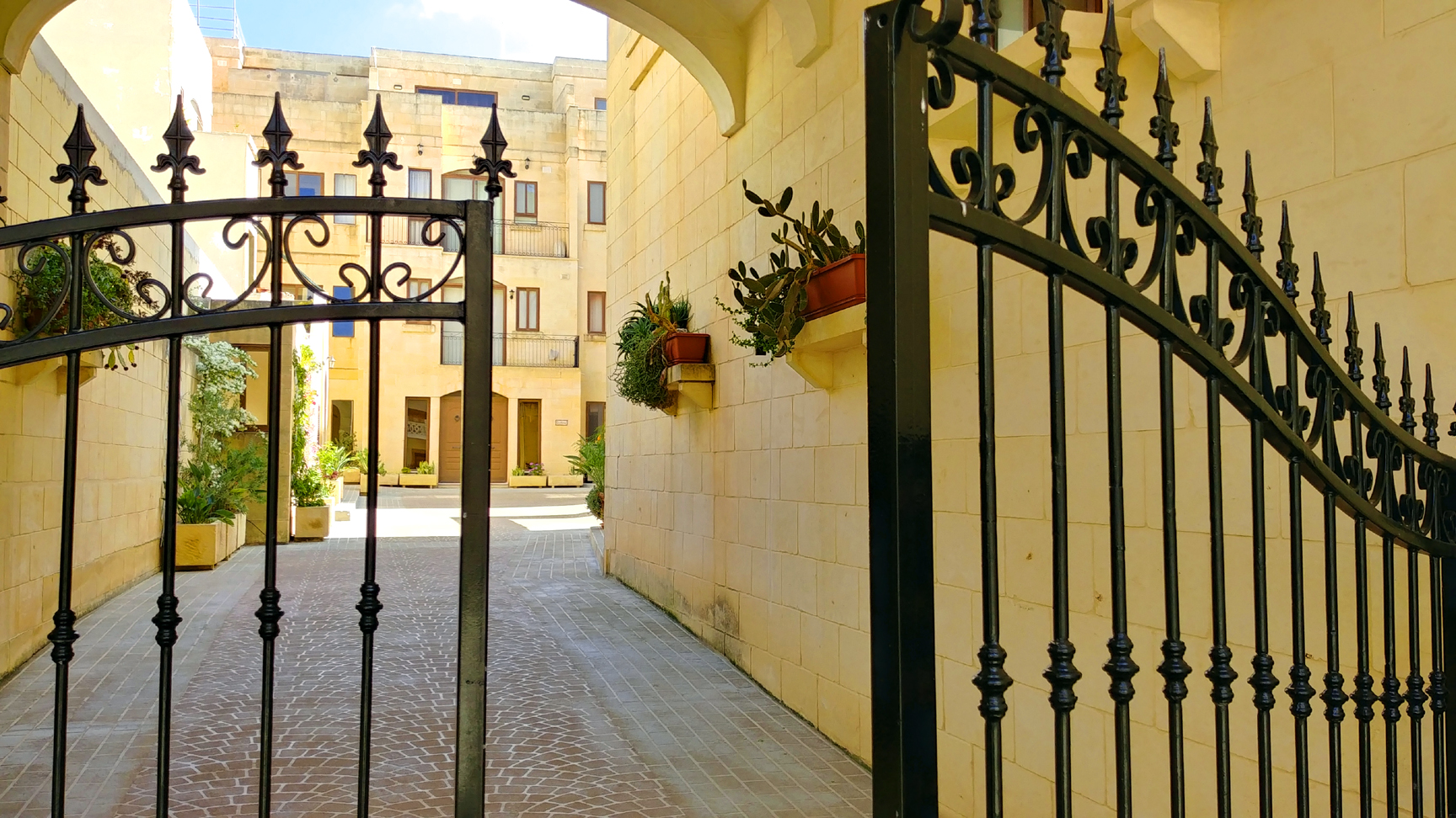 30-Days in Malta. Courtyard for Ghajnsielem Gozo apartment. Photo: Charlebois